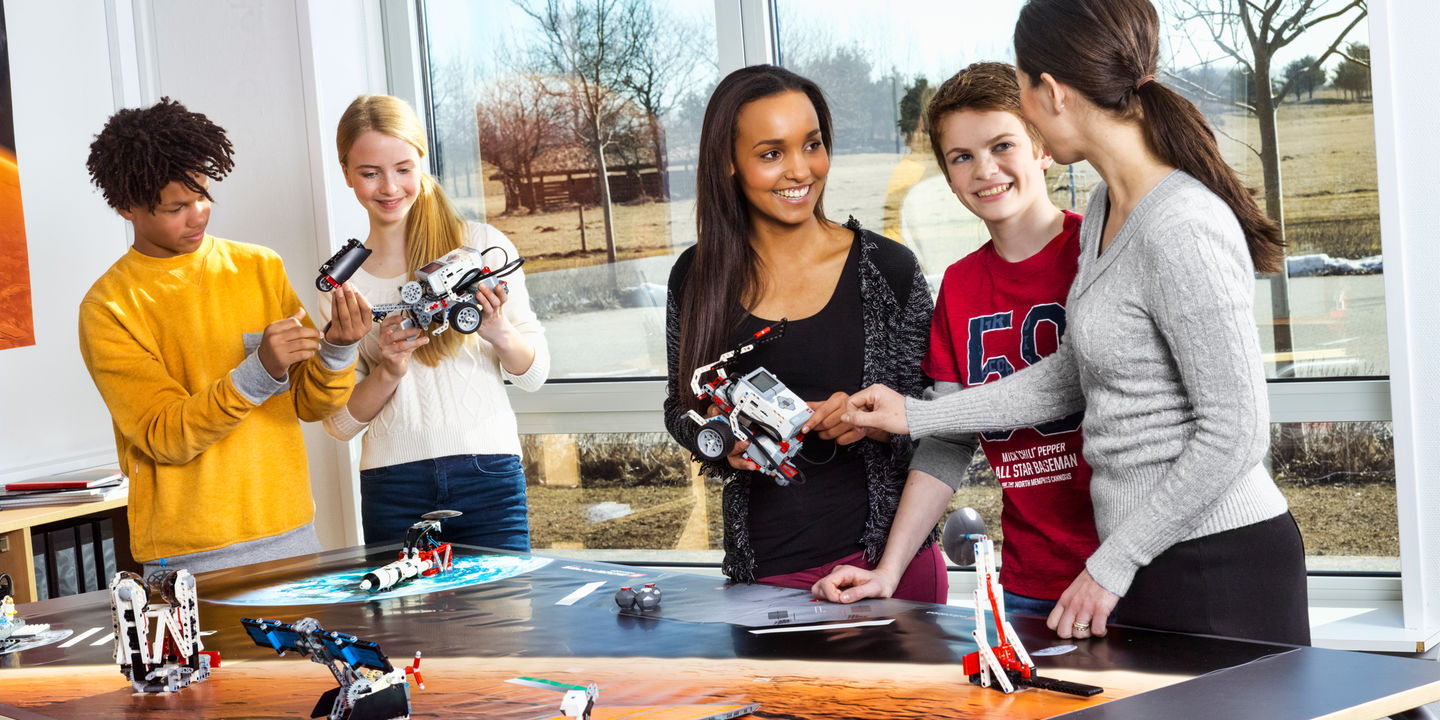 Students with EV3 robots