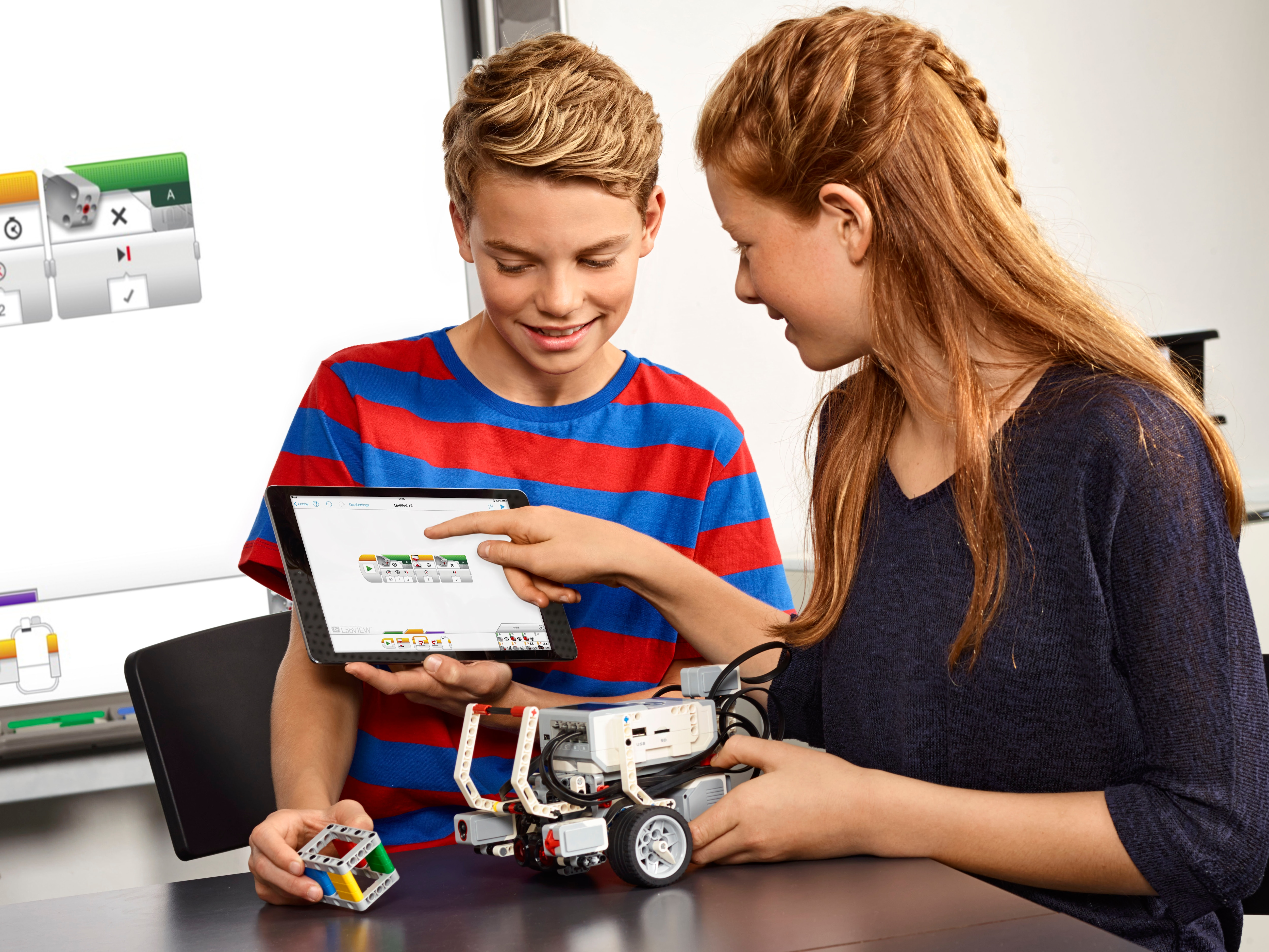 Students using LEGO MINDSTORMS Education EV3
