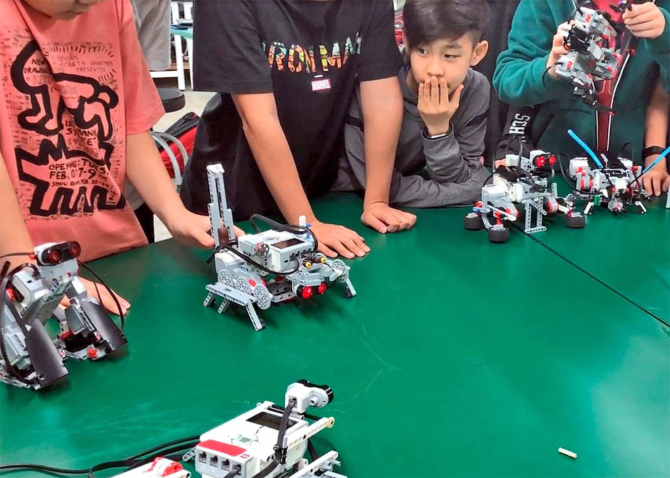 Middle School students programming LEGO Education Mindstorms EV3